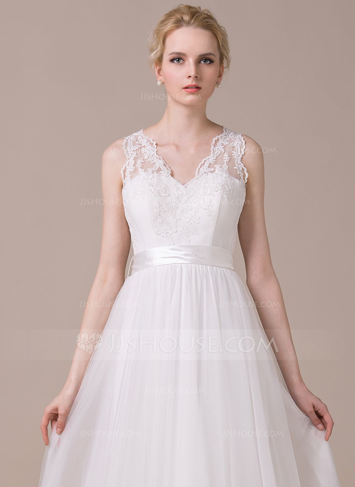Alineprincess vneck sweep train tulle wedding dress with