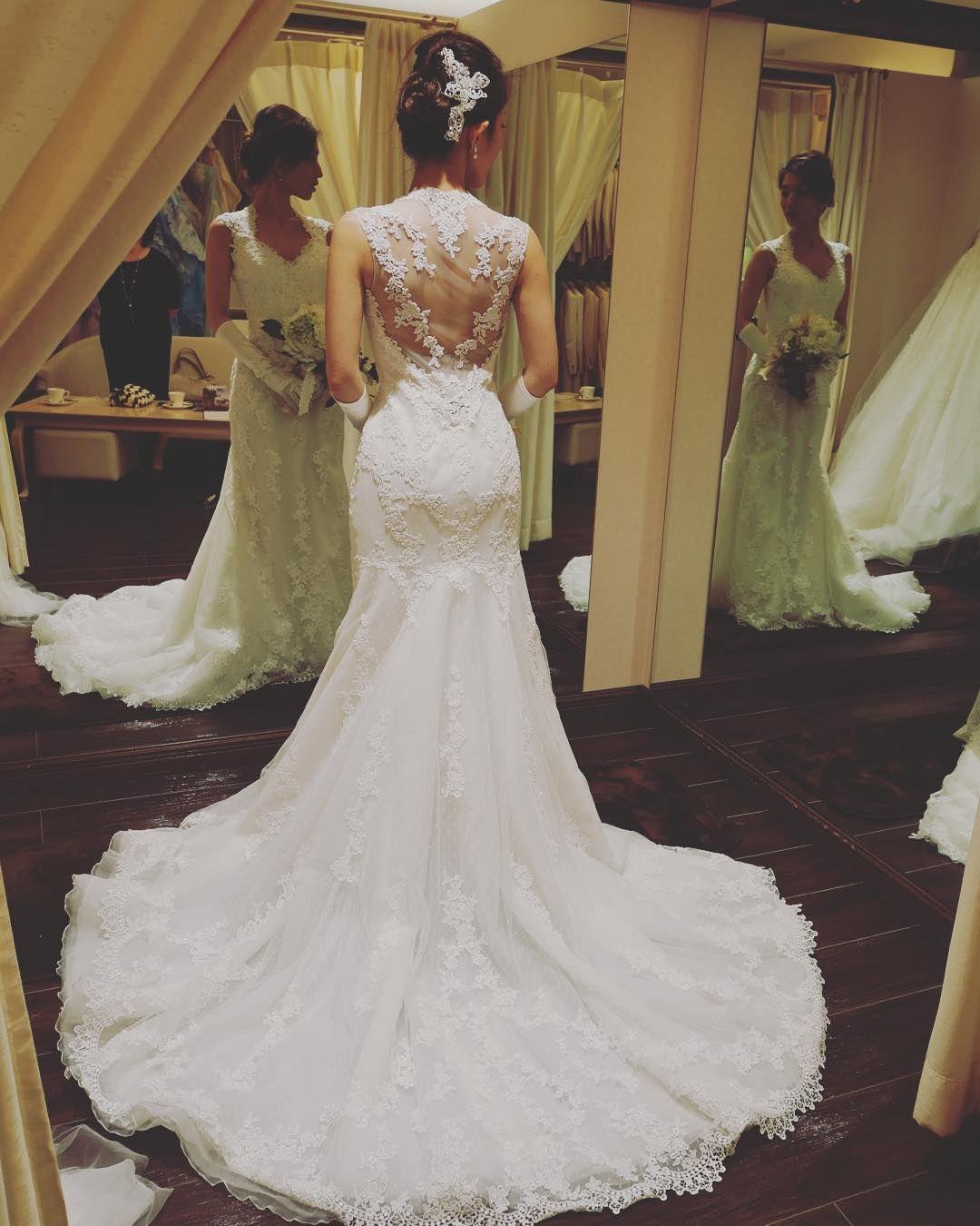 pronovias wedding dress 「. 憧れの#プロノビアス やっぱり#バックスタイル が 特徴的で素敵だった… そして、#レース も形も とっても素敵だった… . #アフターパーティ や #二次会 に着たい!! . #挙式 でもバックスタイル見て もらえるからいいけどなあ〜 . あーあーあー… いいないいないいなー でもなあ……」