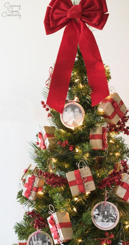 Christmas Tree With Gift Boxes Small Christmas Trees Christmas Tree Inspiration Christmas Tree With Presents