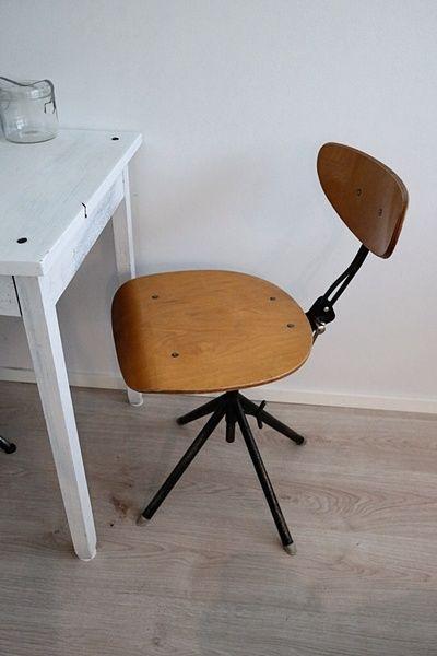 työtuoli,vanha,vanha tuoli,tuoli,keittiö