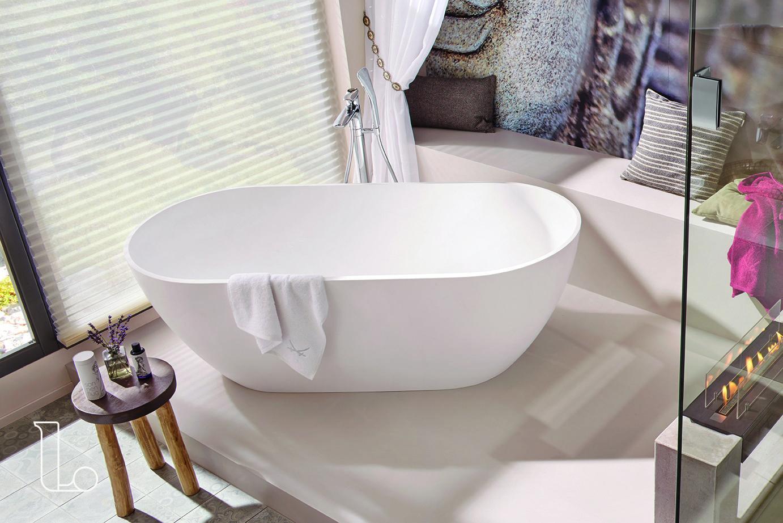 Badkamer Showroom Goes : Dit vrijstaande bad past perfect in deze badkamer met bohemian
