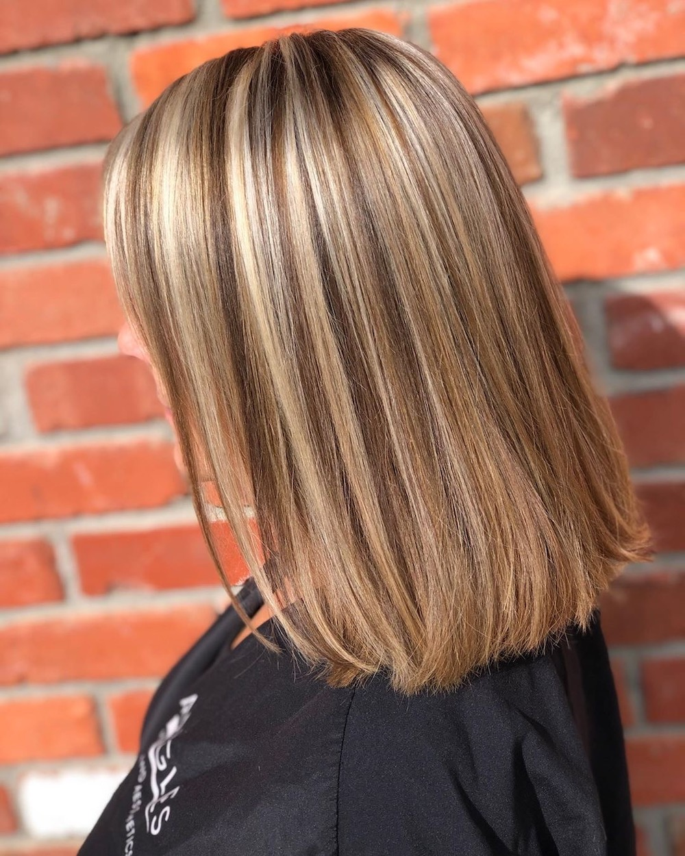 We Re Officially Obsessed With The 90s Chunky Highlights Trend That S All Over Instagram Brunette Hair With Highlights Chunky Blonde Highlights Chunky Highlights