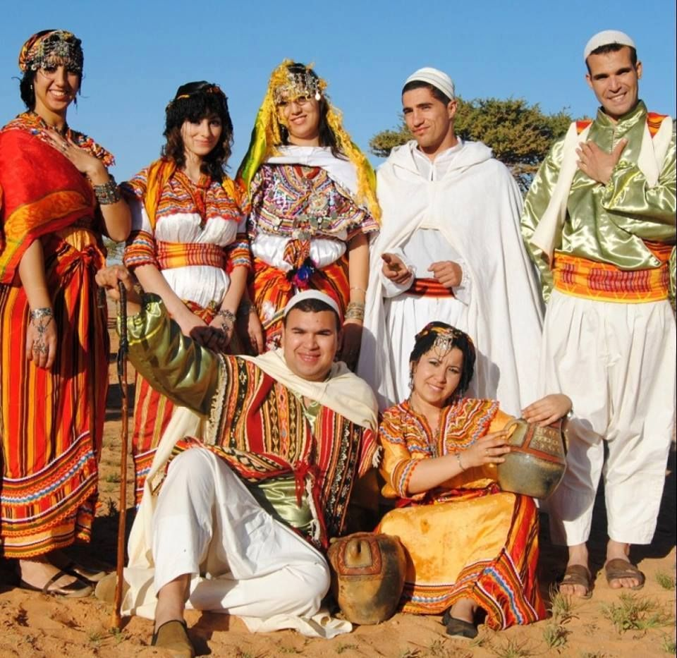 Algerian traditional clothes outfits page 11 for Algerian cuisine history