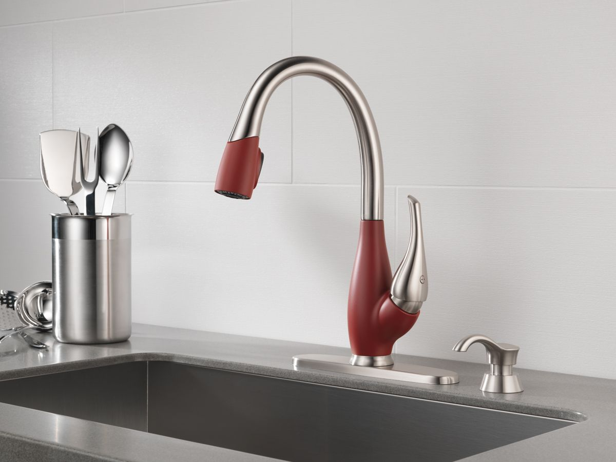 red kitchen faucet delta chili pepper red kitchen faucet deltafaucet ca deltafaucetinspired grifos ba 241 o 3771