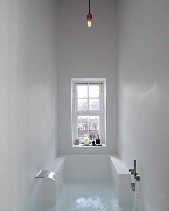 Geweldige badkamer in een Amsterdams pand door Witteveen Architects #ilovemyinterior