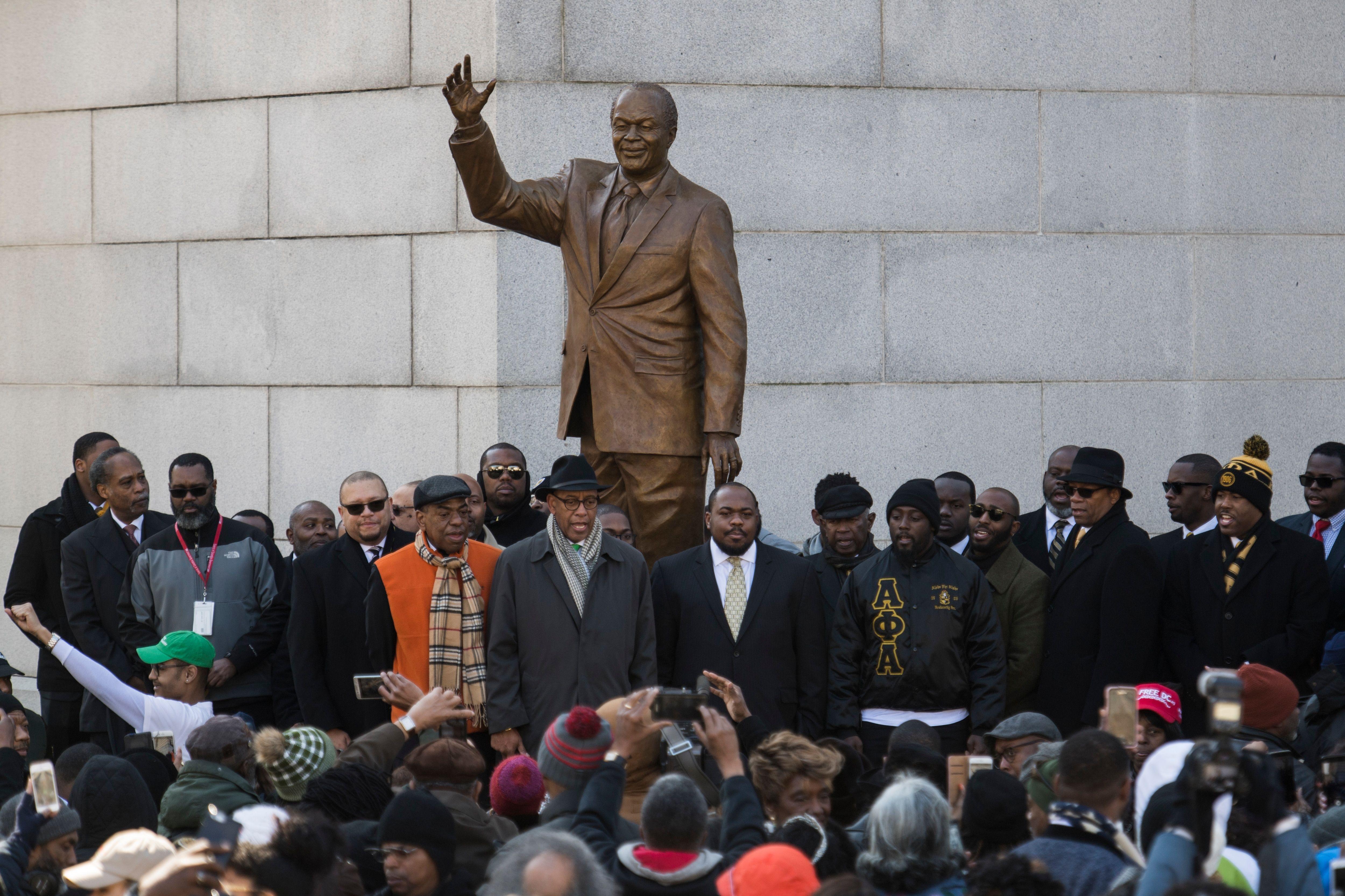 Still Bigger Than Life D C Unveils Bronze Statue