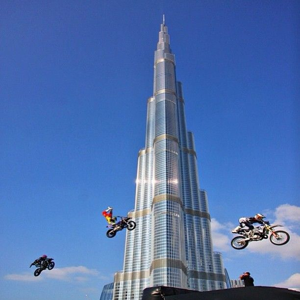 برج خليفة دبي الإمارات Burj Khalifa Dubai Uae By Hisham Cassim Cassim Binsuwaif Www Magicalarabia Com Travel Around The World Dubai Beautiful Buildings
