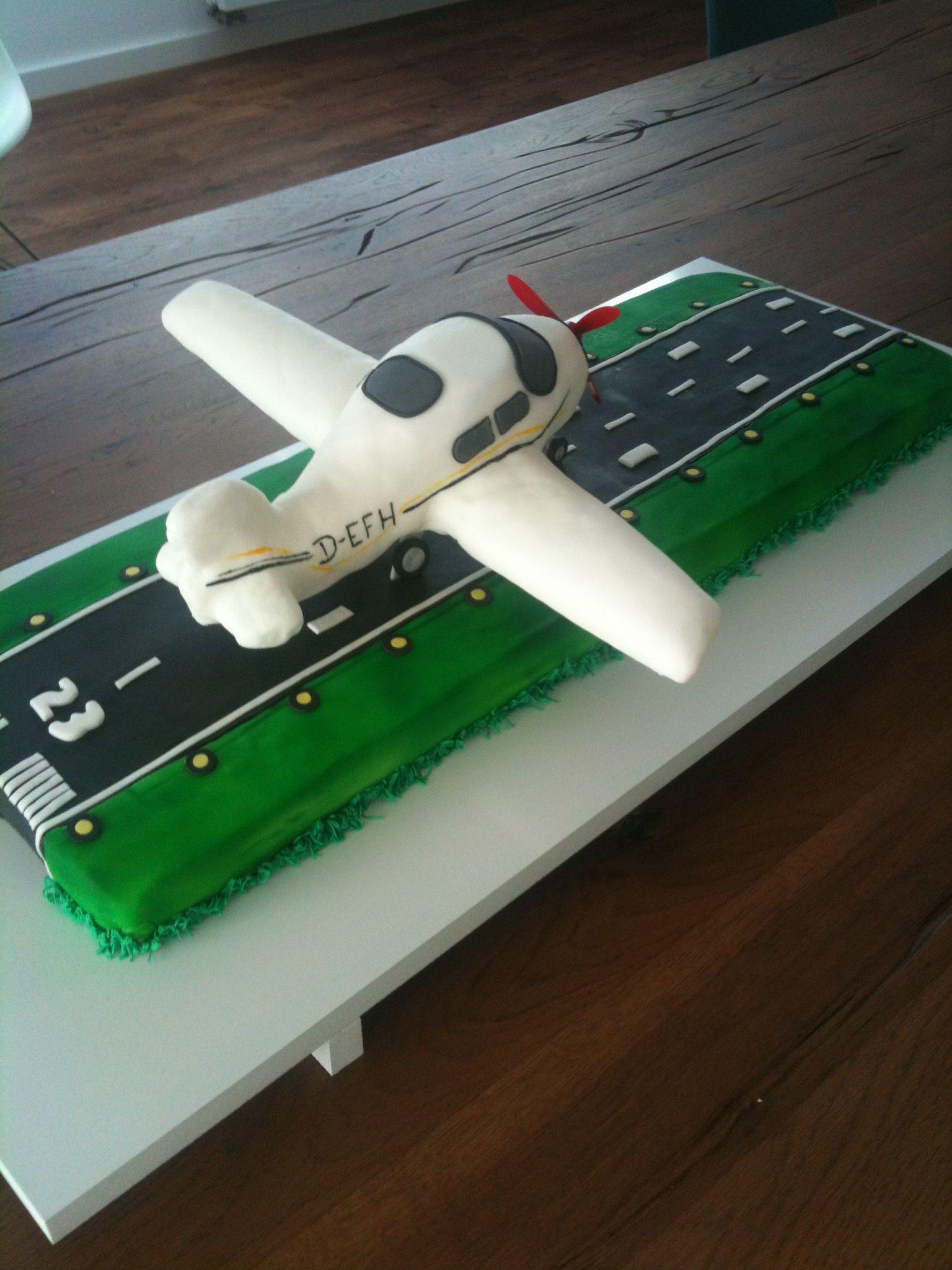 Fondant Flugzeug auf leckerer Landebahn macht 10kg Kuchen ...