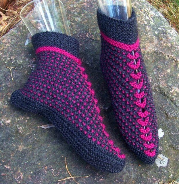 ohje Sandnes, vanha perinnemalli, löytyy jo 1800-luvun neuleohjeista (bed slippers)