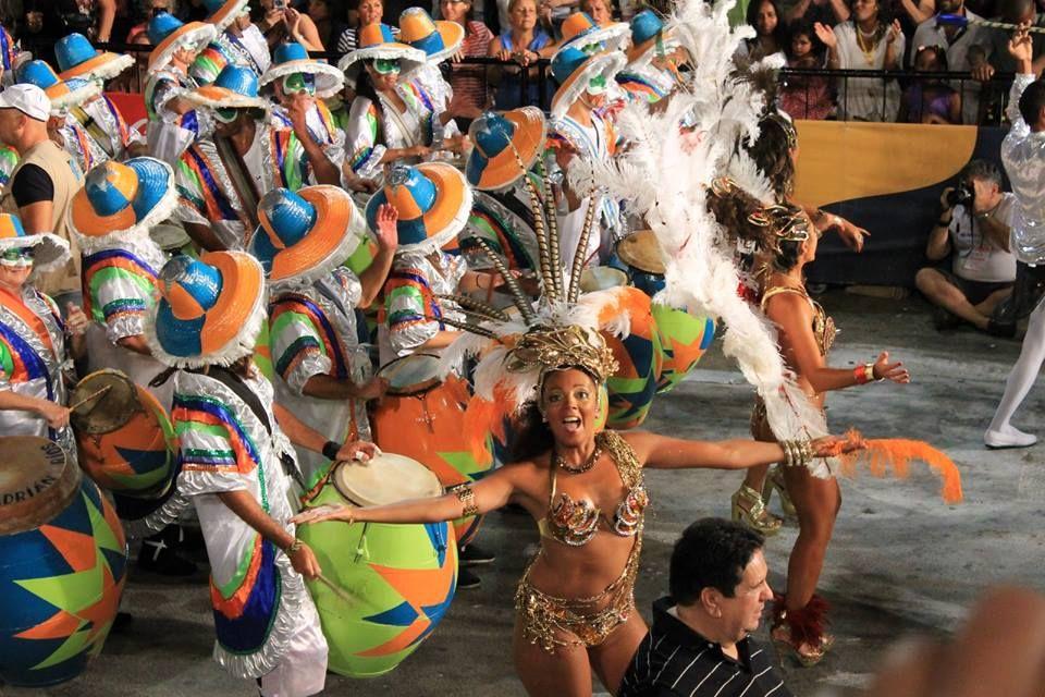 Y en febrero,nuestro Carnaval,el mas largo del mundo.