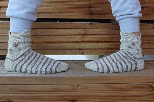 OMG ... kitty socks! Ravelry: Project Gallery for Kiskis pattern by Minna Metsänen