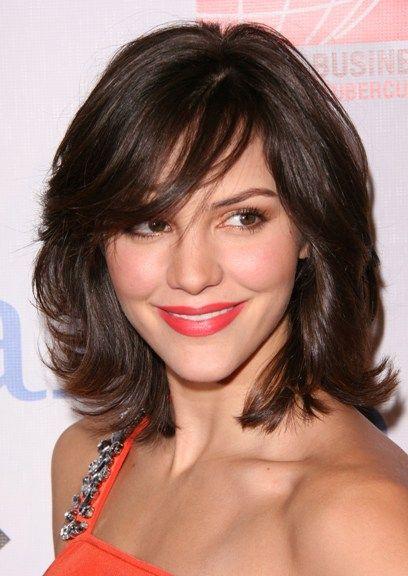 Katharine McPhees flirty hairstyle with bangs