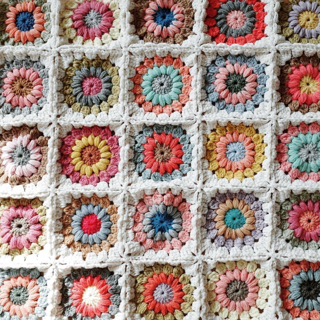 알록달록 마음에 드는 색감들#crochet#crochetblanket#rainbowblanket#코바늘#코바늘블랭킷#레인보우블랭킷 by my_middle_drawer