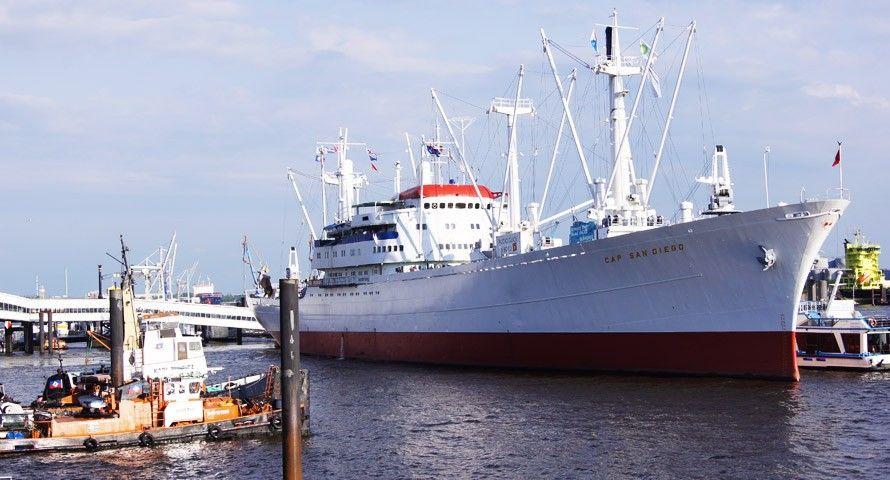 Die Cap San Diego - einst Stückgutfrachter, heute Museumsschiff und Wahrzeichen an den Landungsbrücken. #hamburg #hamburgcity #hafen #capsandiego #hamburgerhafen #museum #schiff #portofhamburg