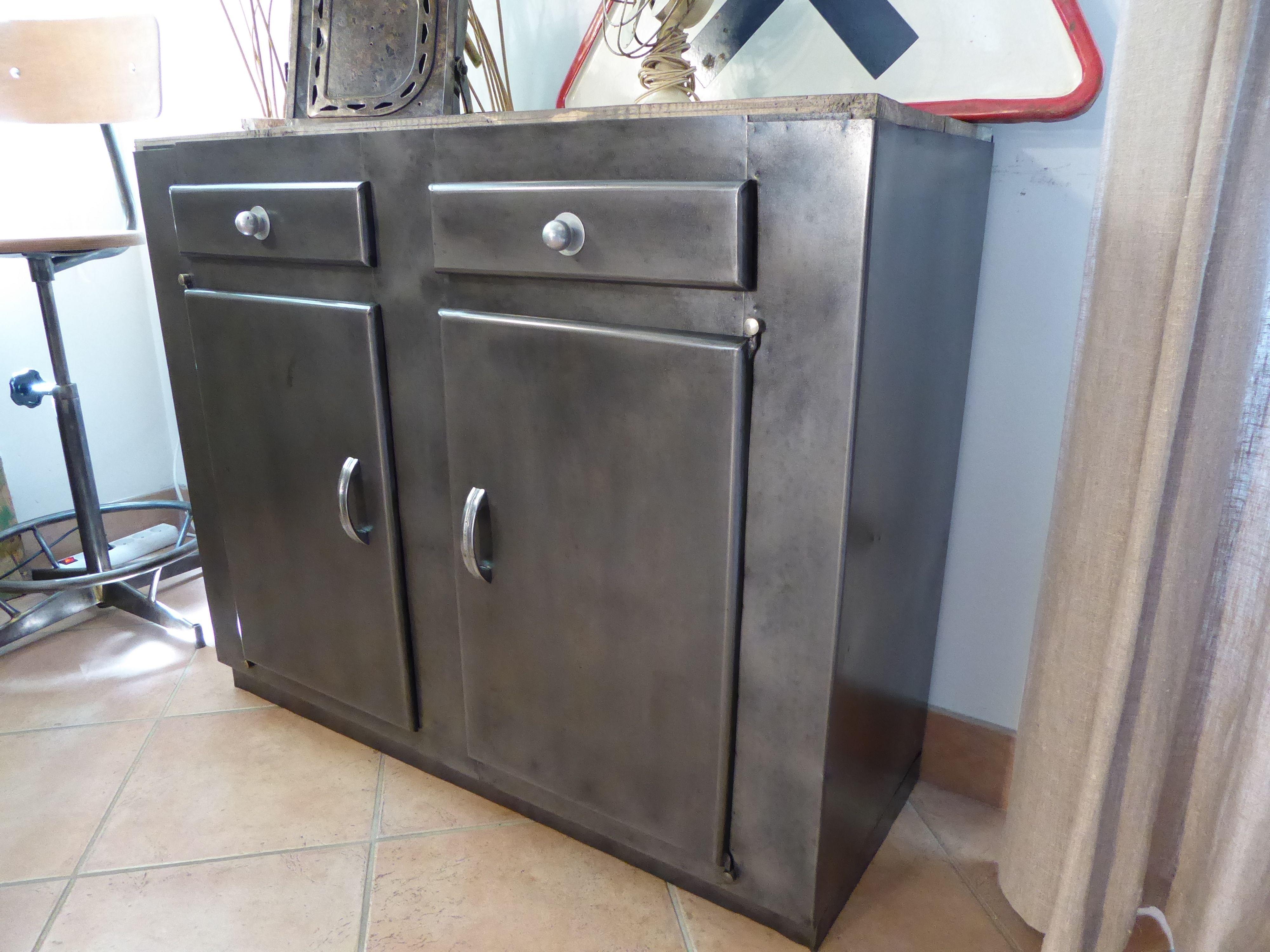 meuble bahut m tal industriel vous propose ce meuble bas ancien 2 portes et. Black Bedroom Furniture Sets. Home Design Ideas