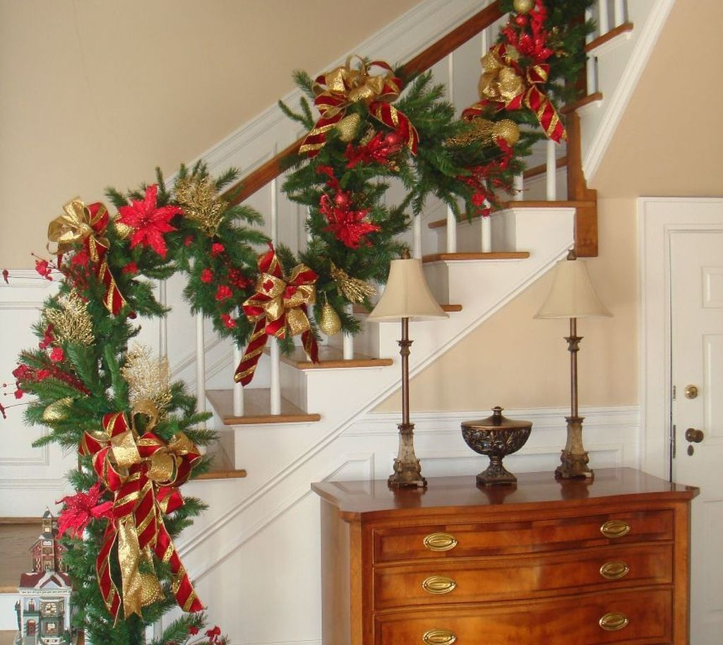 49 Awesome Christmas Stairs Decoration Ideas | Home Design