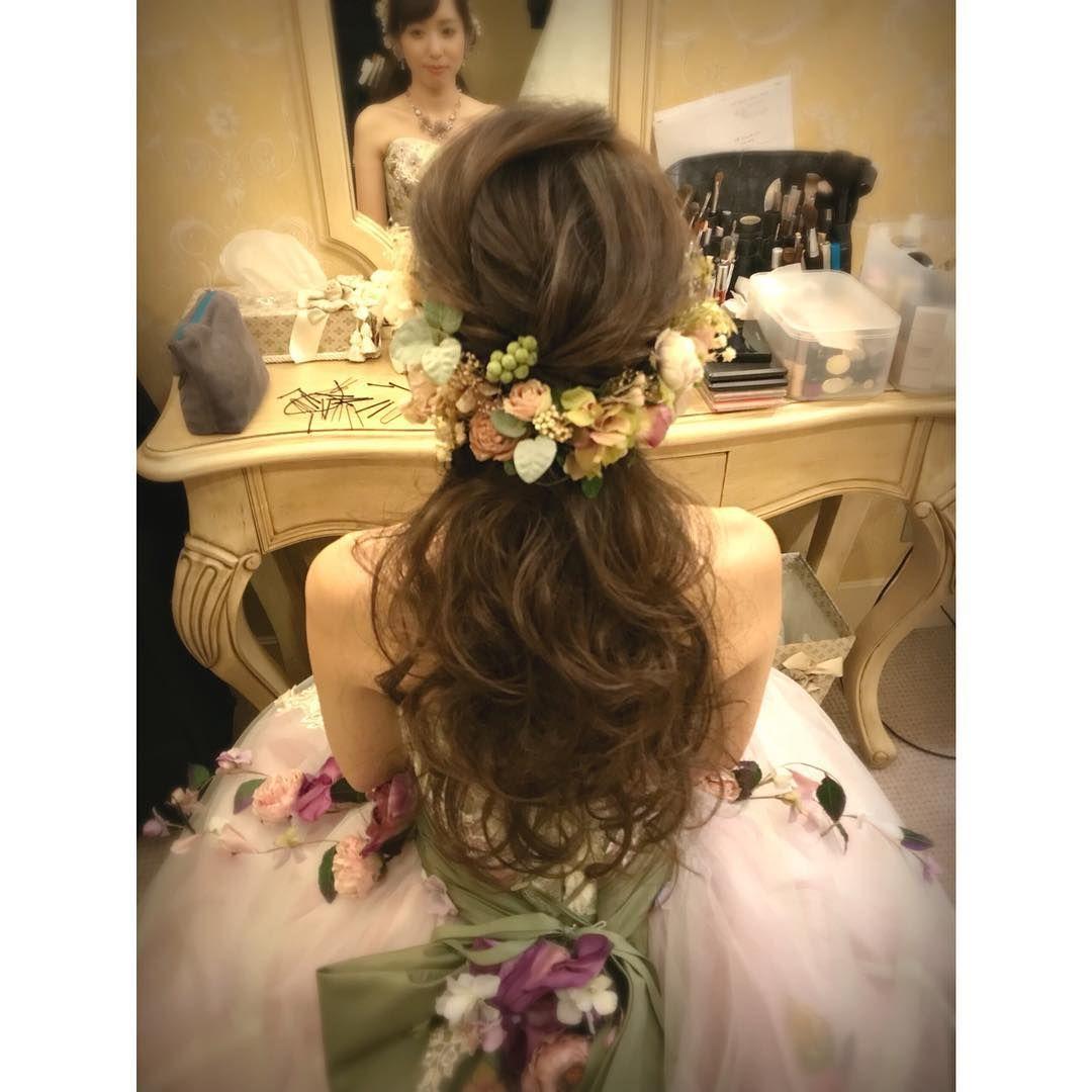 お色直しヘアに大人気 ハーフアップ ハーフ花冠 のブライダルヘアが可愛すぎ Marry マリー Hairdo Wedding Wedding Braids Flower Girl Hairstyles