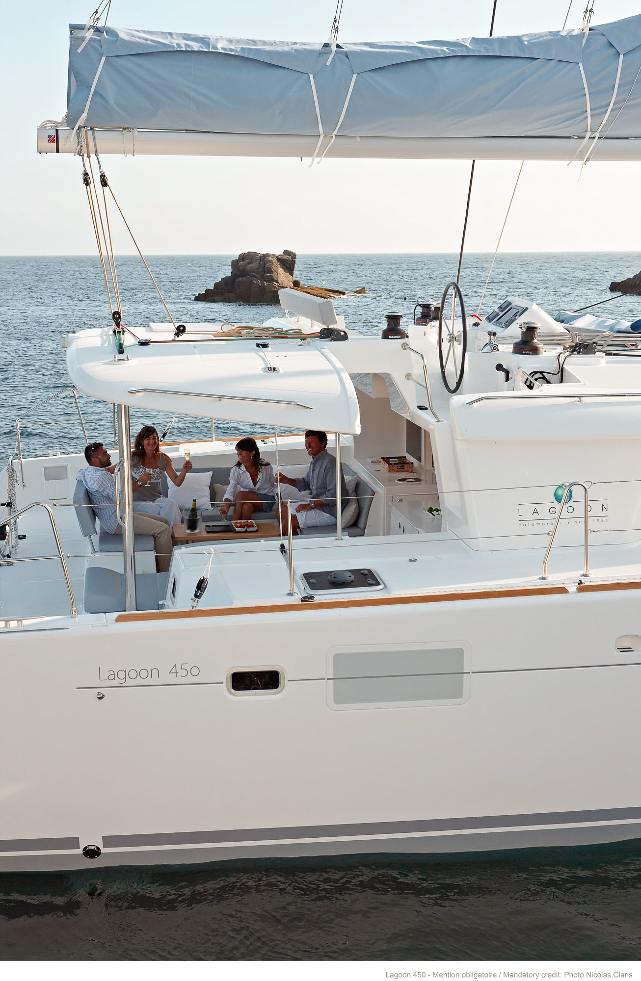 Sunsail 444 for sale - Lagoon Catamarans Building Sale And Chartering Of Luxury Cruising Catamarans