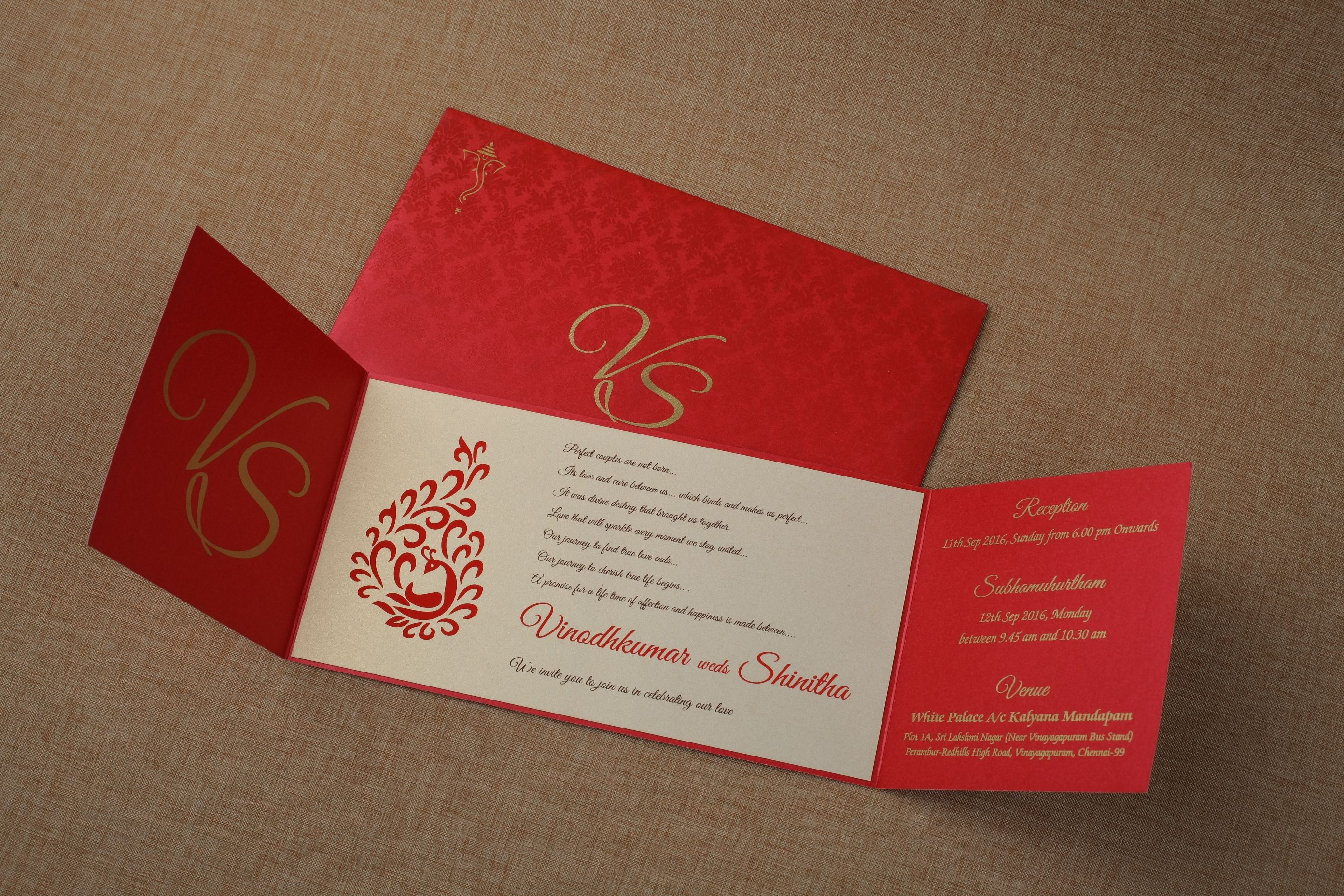 South Indian Traditional Wedding Card Which Conveys Modern And Traditional In A Classic Way Design Wedding Invitations Hindu Wedding Cards Marriage Invitations