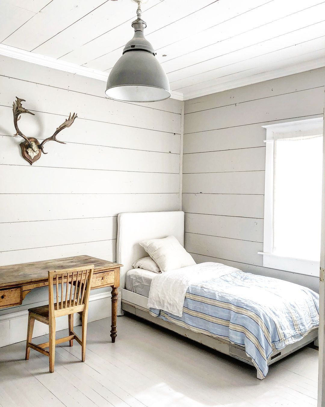 25+ Most Popular Farmhouse Bedroom Ideas For 2019