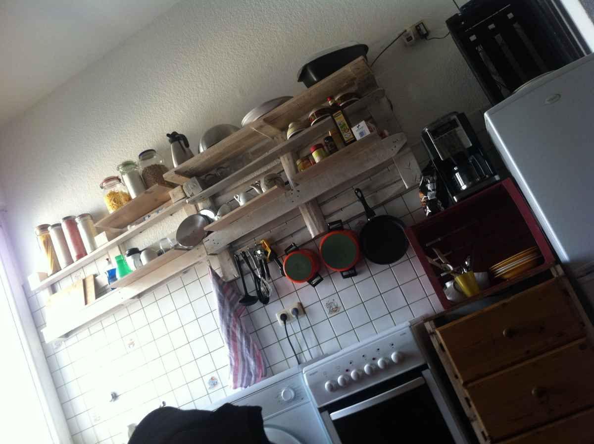 Fertiges Küchenregal aus Paletten, klar lackiert | Berlin | Pinterest