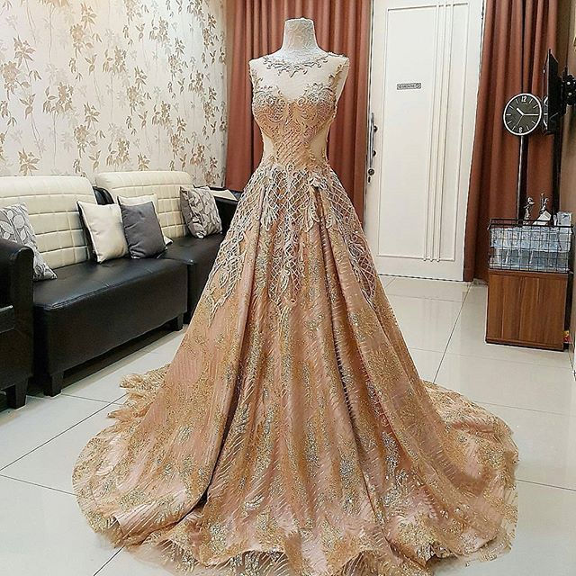 Beautiful Dress Yes or No? Via @nihiean Comment below.. . Follow us Follow @artistuniversity Follow @fashions.universe . Also follow ❤@fashions.sense ❤@fashions.hub ❤@fashion_konnect ❤@fashions.fv