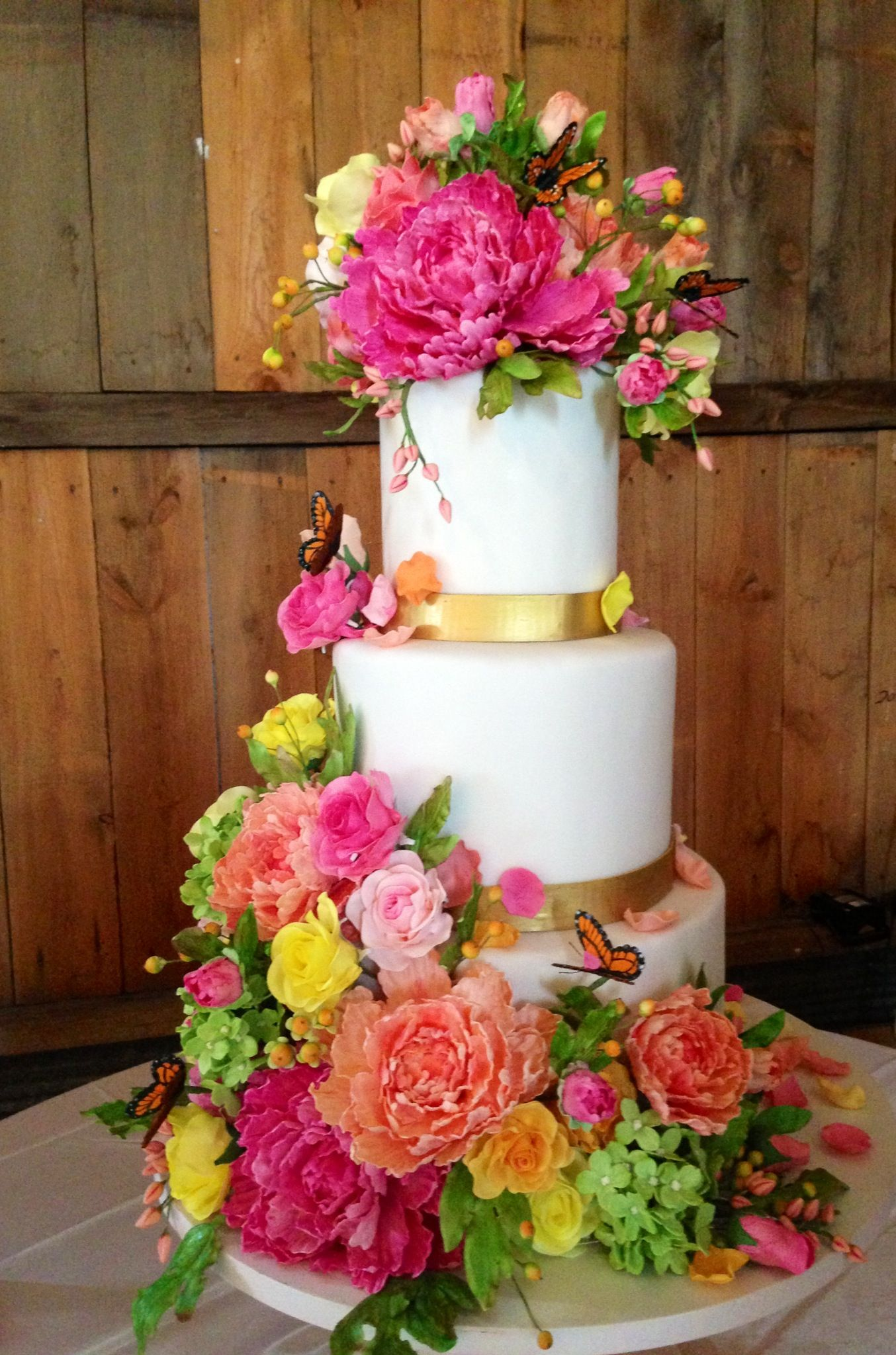sugar flowers for wedding cakes a whimsical sugar flower and sugar butterfly wedding cake 20571