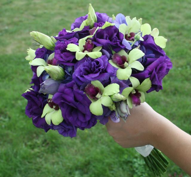 Picture of Dark purple flowers weddingbouquet w/ green flowers ...
