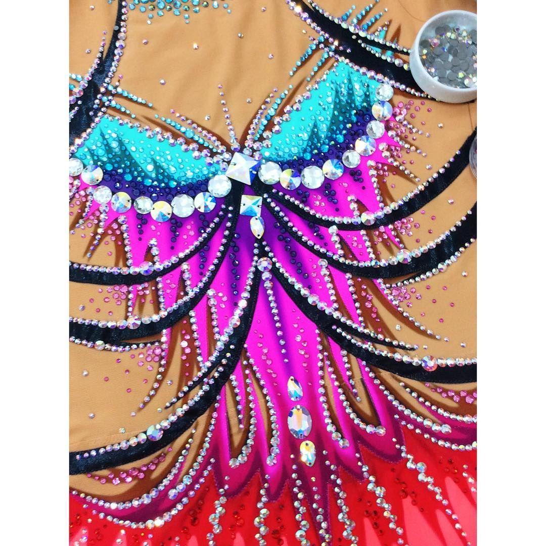#swarovskicrystals #acrobaticgymnastics #rithmicgymnastic #leotard #leotarddesigns #cristal #davide