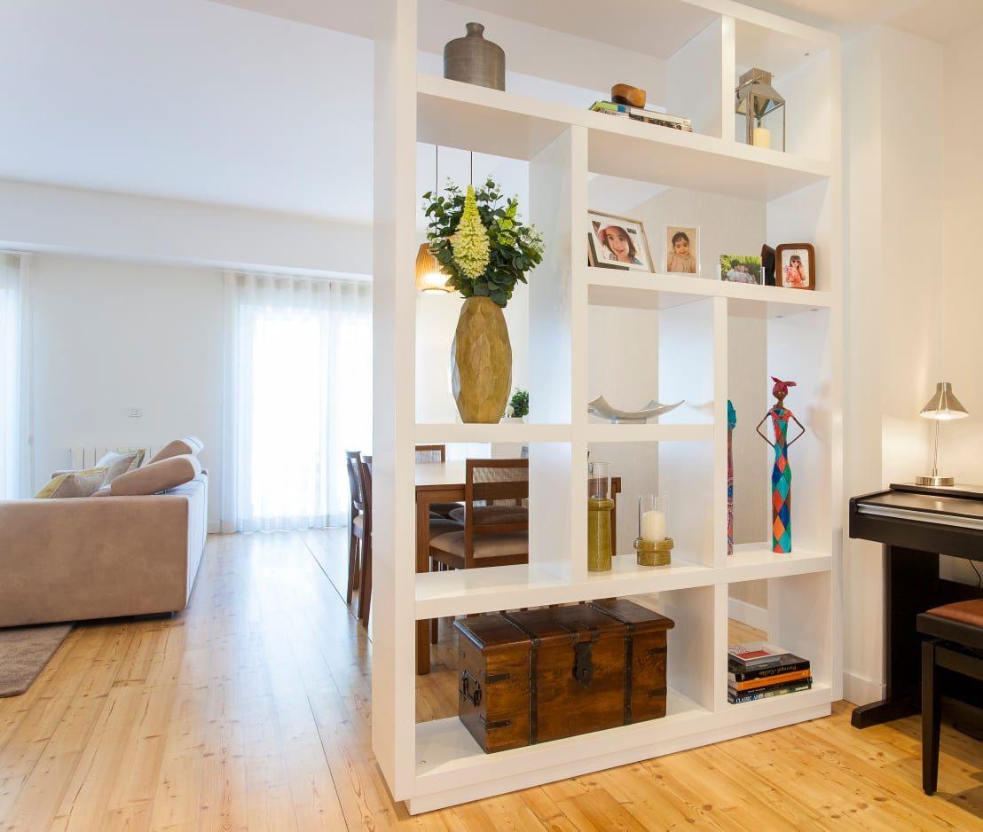 7 Ejemplos Geniales Para Dividir La Sala De La Entrada Entrada  # Muebles Divisorios