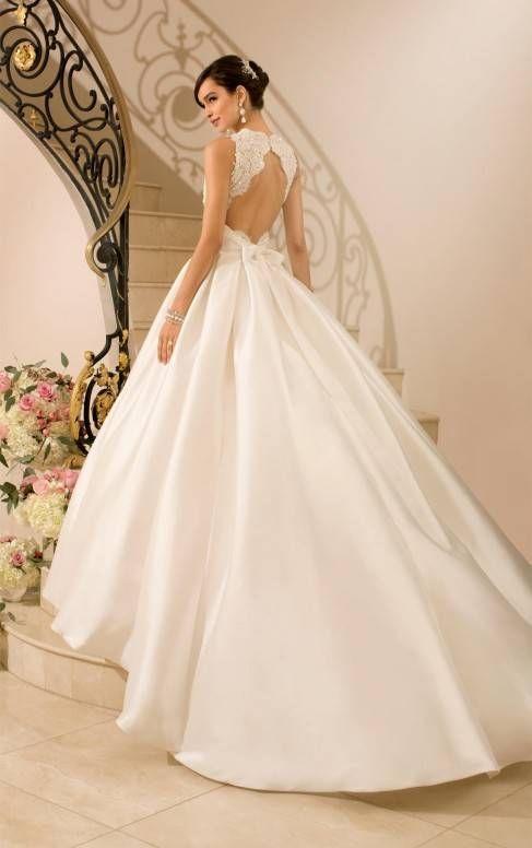 vestidos de novia con cola larga confeccionado en satin y encaje
