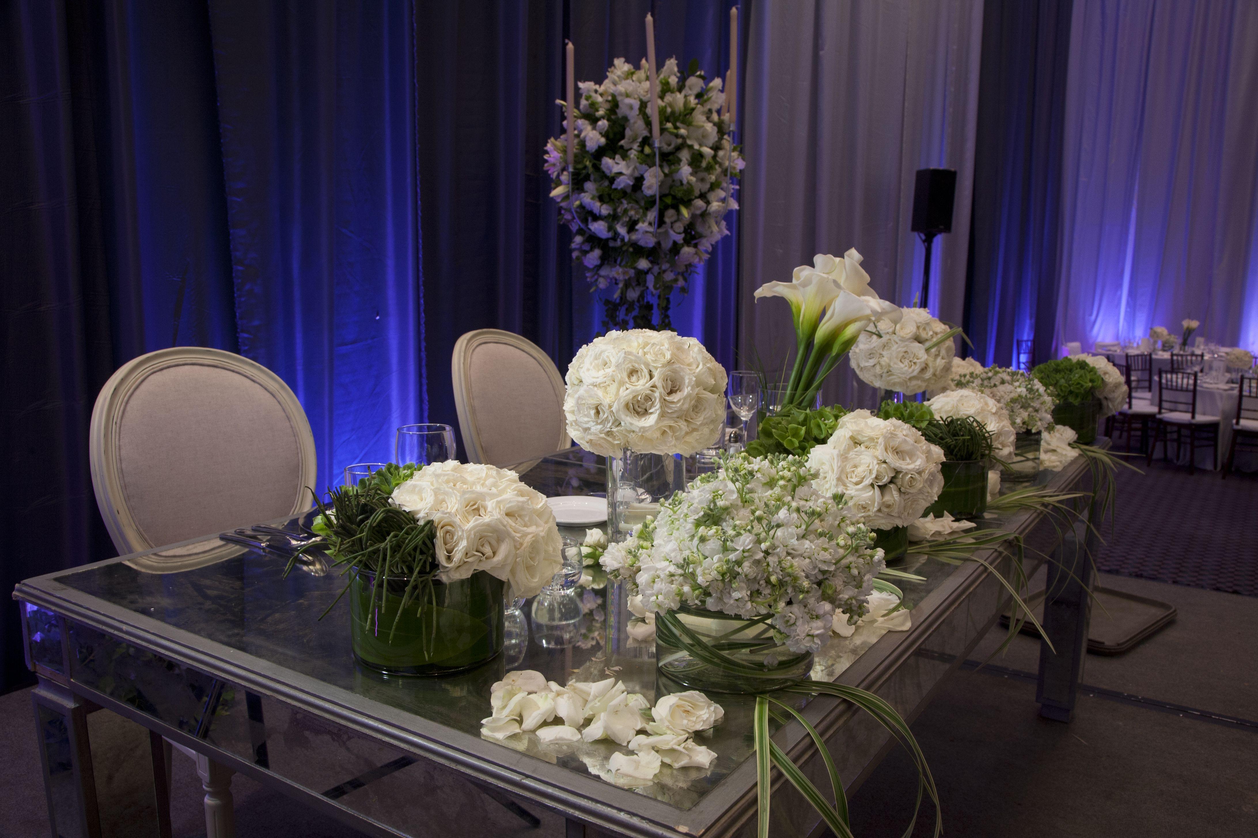 Mesa en espejo wow que efecto lasrosasdeaurelia aureliaeventos mesa de novios pinterest - Espejo de mesa ...