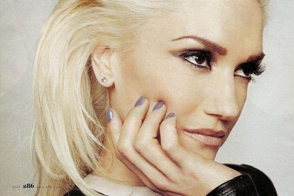 defined eye lavender nails  Gwen Stefani