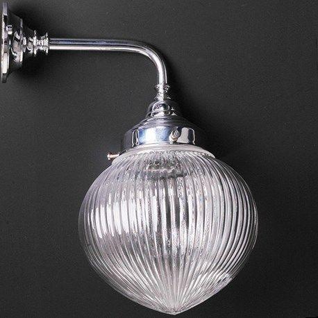 Badkamerlamp+Geslepen+Bol+Haaks