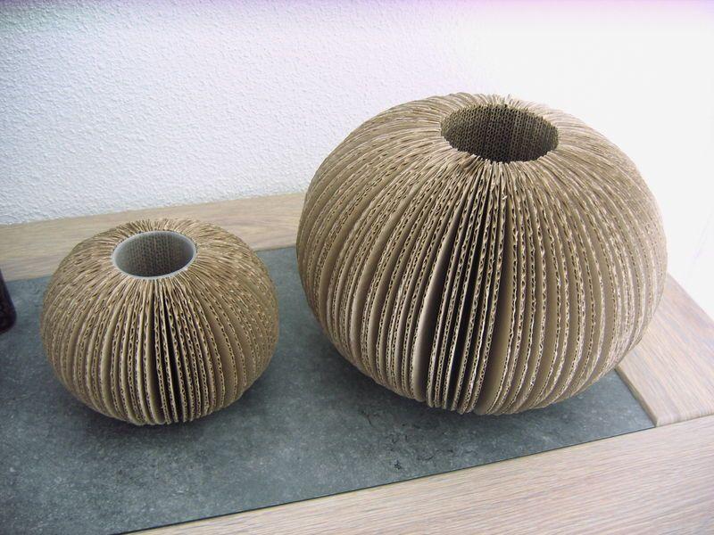 vase boule carton vase boule en carton pinterest carton meuble carton et meuble en carton. Black Bedroom Furniture Sets. Home Design Ideas