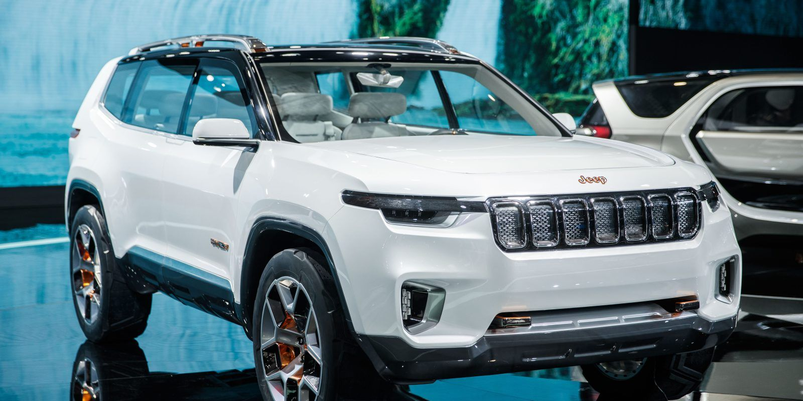 Jeep's plug-in hybrid SUV concept debuts with a ~40 miles all