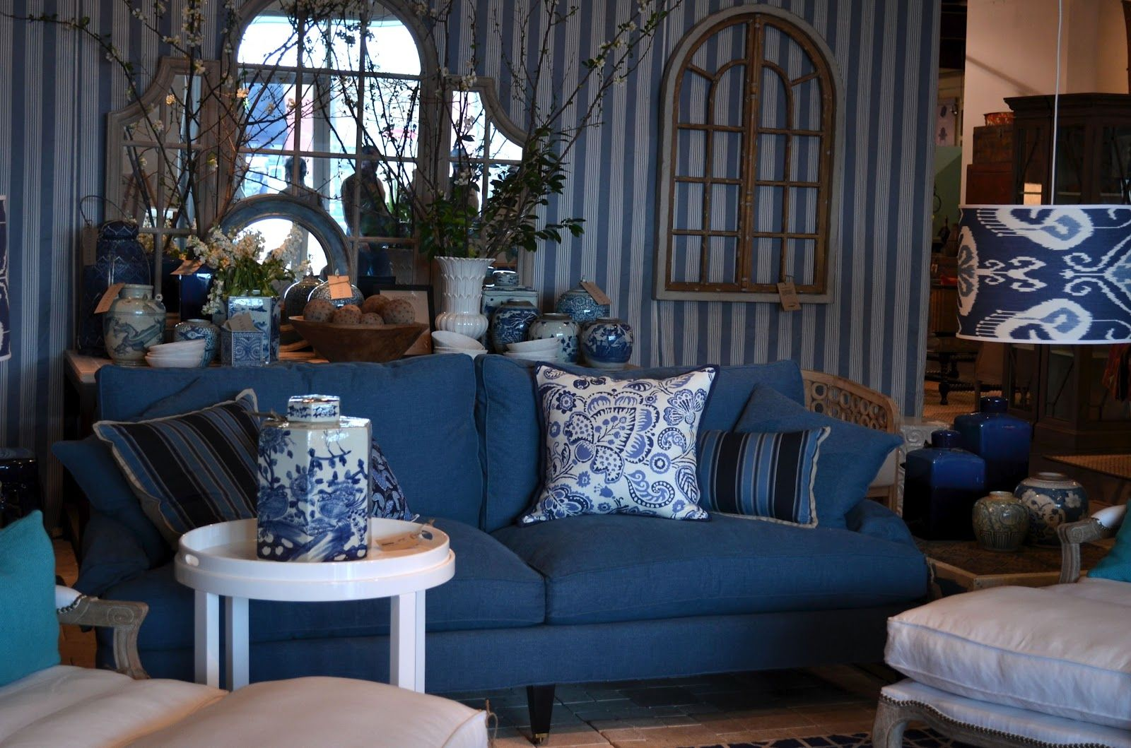 Blue and white for small spaces apartment