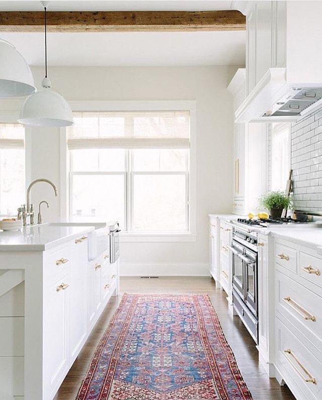 Working on a kitchen remodel and contemplating white lights in a white kitchen, any thoughts, white or brass?? I love this one with all white! Also a last minute gift guide up on Beckiowens.com. Design via @katemarkerinteriors 💗