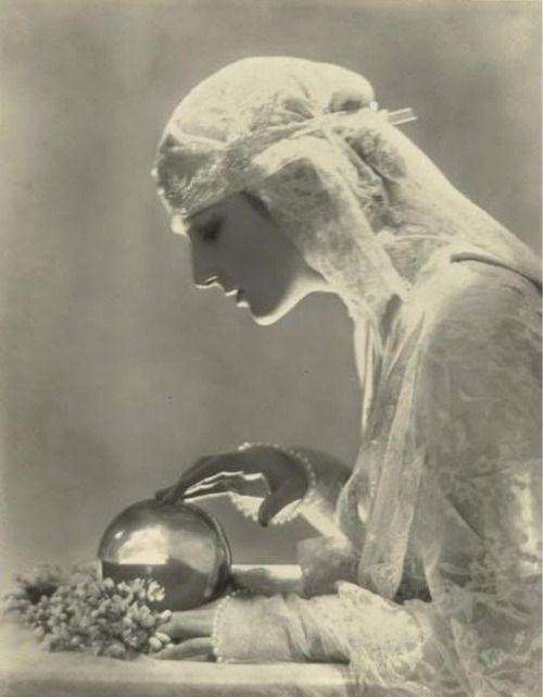 BARON ADOLF DE MEYER. Delores. c. 1919.