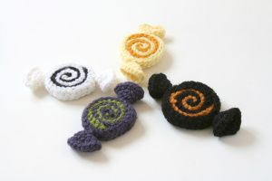 These crochet pinwheel candies can be whipped up in a few minutes, and even a whole bowl full won't be too tempting. :)
