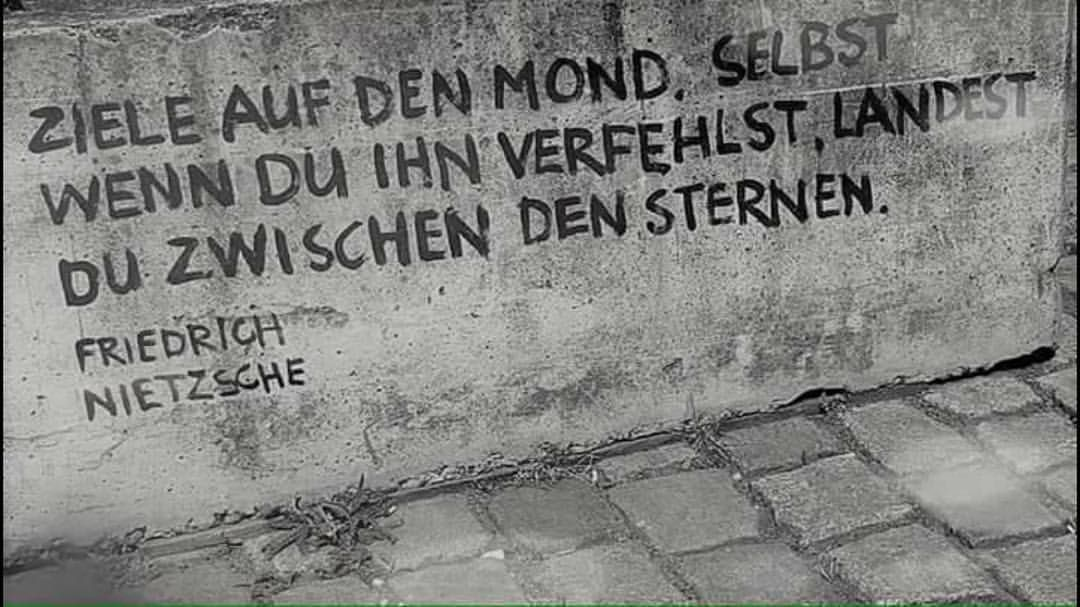 Ziele Auf Den Mond Selbst Wenn Du Ihn Verfehlst Landest Du Zwischen Den Sternen Friedrich Nietzsche Zitat Zitate Spruch Spruche Worte Wahr Edebiyat