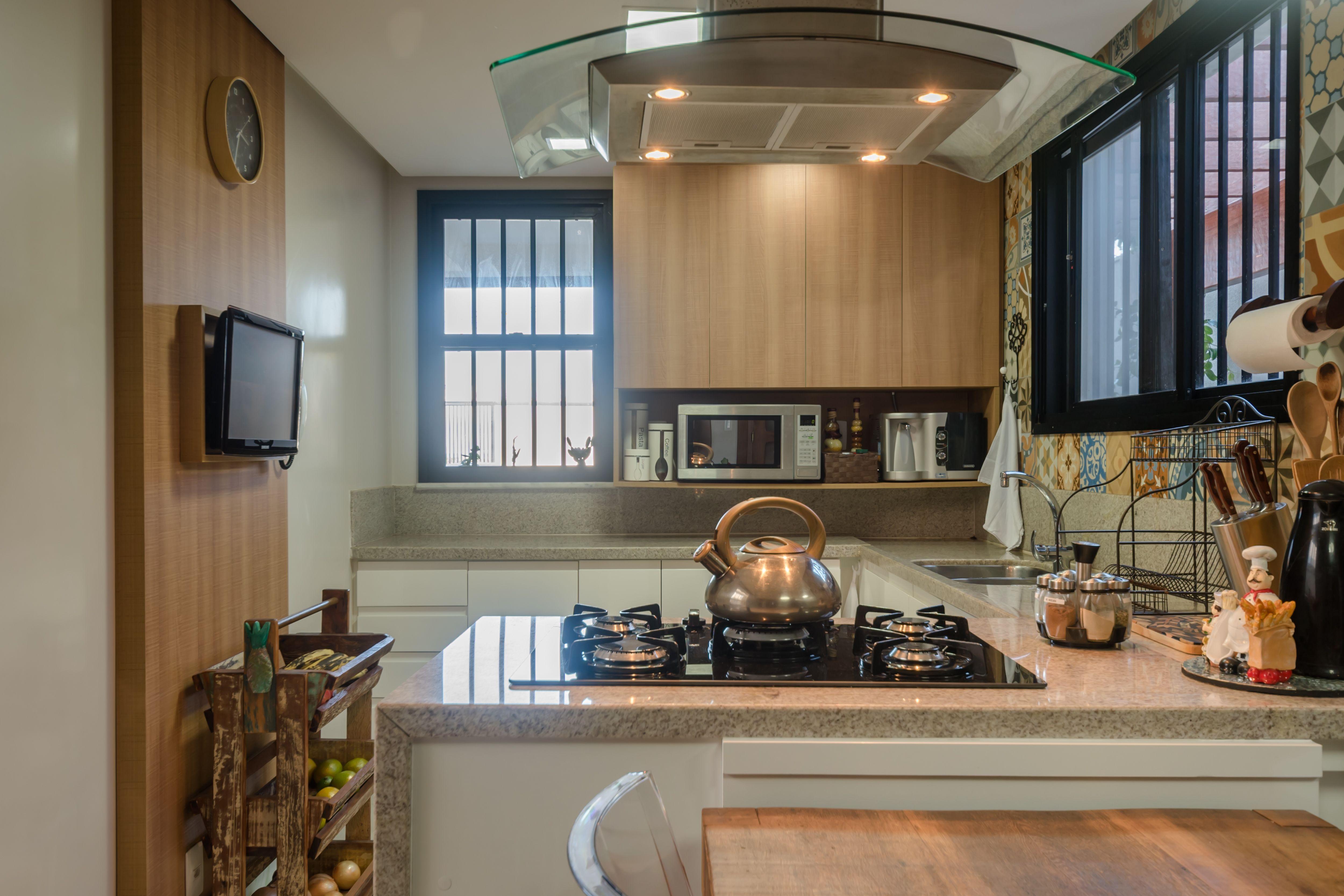 Cozinha R Stica Com Ladrilhos Hidr Ulicos E Madeira Cadeiras