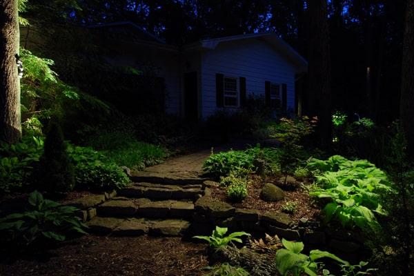 5 Simple Landscape Lighting Techniques for Your Home #landscapelightingdesign