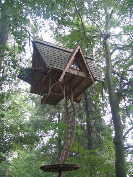 This treehouse is outside of Belzig, a small East German city south of Berlin:  This treehouse was constructed apparently, over a period of 8 months. It is suspended using thick cables on all 4 sides. It was lifted into position using a tractor– ie it was constructed on the ground. Amazing! Look at the platform and the dragon woodwork!