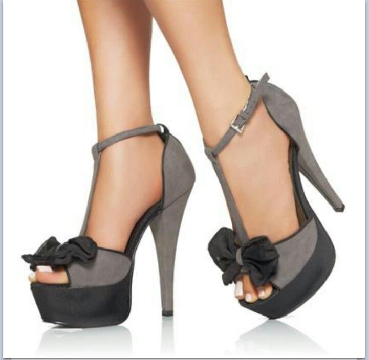 9da4432218572 There is 0 tip to buy these shoes  gray and black bow heels strap on top.  Help by posting a tip if you know where to get one of these clothes.