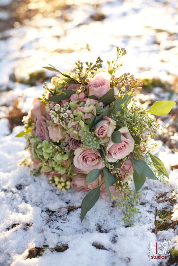 15 Wonderful Winter Wedding Bouquets