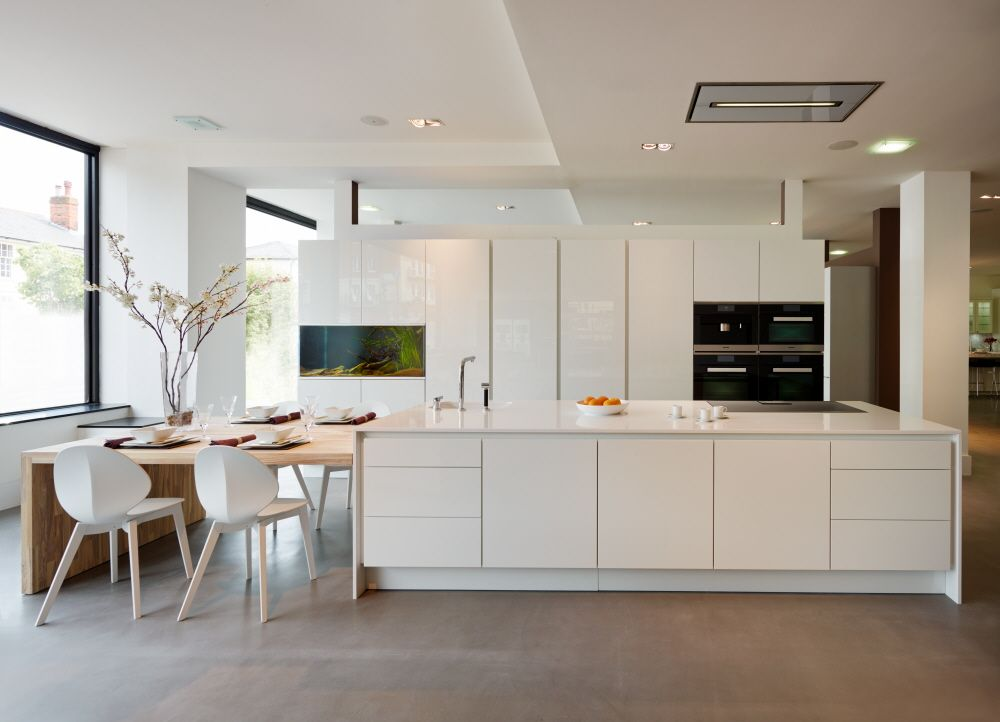 Gorgeous Segmento Polar White Kitchen With An Integrated Aquarium