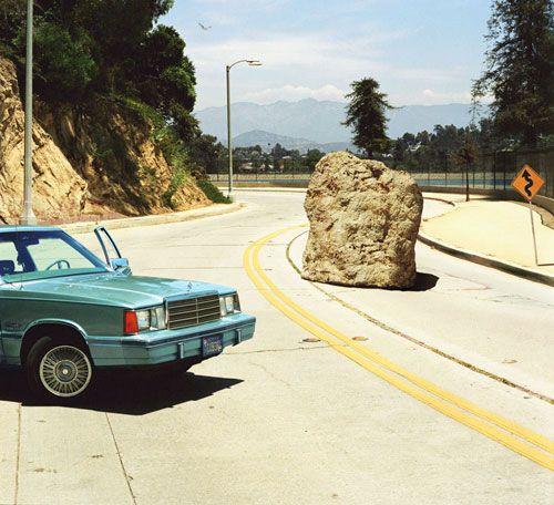 Tinha uma pedra no meio do caminho, no caminho tinha uma pedra
