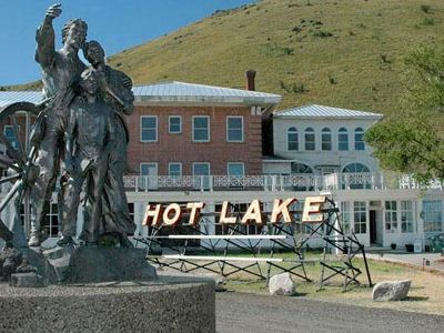 The Hot Lake Hotel Is A Haunted Building In La Grande Oregon At One Time It Was Sanitarium For Mental Patients And Their Ghosts Are Said To Haunt