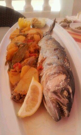 Pargo con patatas panaderas en Chipiona - Cadiz